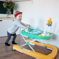 Walking around the house just became a lot easier with the Cruiser! And do these colours not give you a spring feeling? 💛💚⁣ ⁣ ⁣ ⁣ #trycobaby #babywalker #firststeps #cutebaby #babylove #walker #babyessentials #playtime #activitycenter