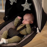 The Swing Hugg has 5 different speed options and you can set the timer for 8, 15 or 30 minutes. So your little one can slowly fall asleep. 💤⁣ ⁣ ⁣ ⁣ #trycobaby #babyrocker #babyswing #sleep #babysleep #babytoys #newborn #momlife #mumsofig #babyroomideas #babychair